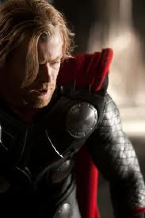 Chris Hemsworth Back for Thor 2