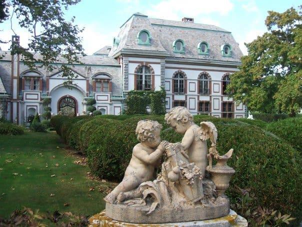 Belcourt-Castle
