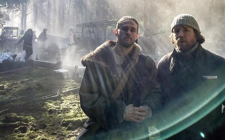 1st Look: Charlie Hunnam as King Arthur in 'Knights of the Round Table'