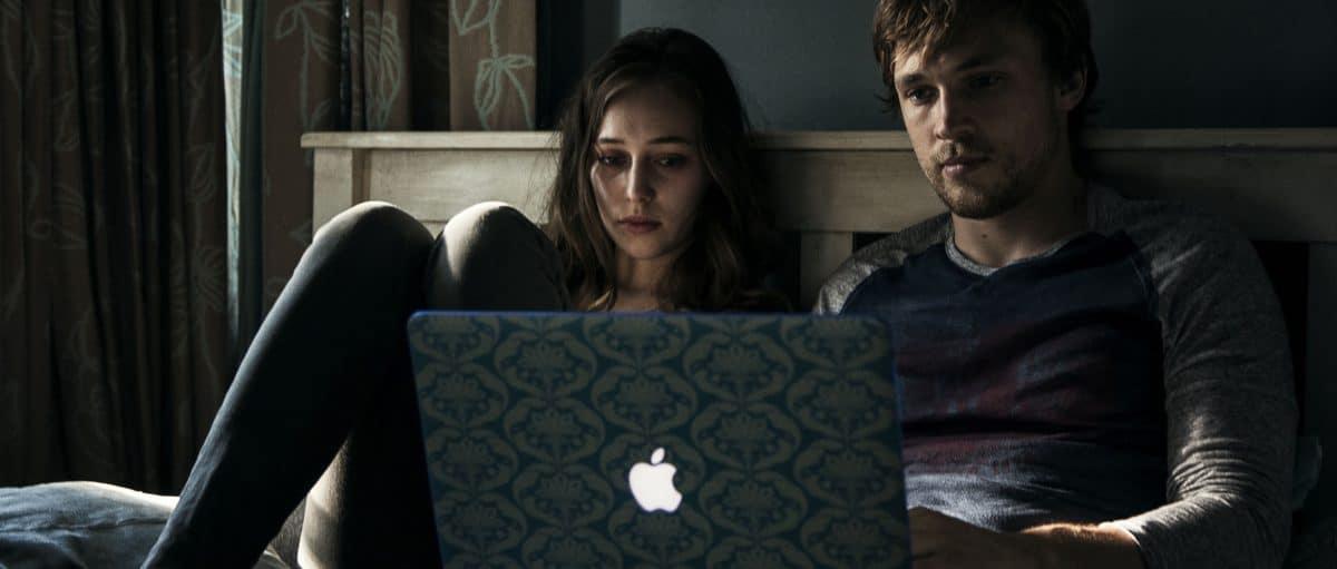 Scene 83; INT Laura's Apartment - Laura's Bedroom; Laura's (Alycia Debnam - Carey) devastated, Tyler (William Moseley) begs her not to look at Marina's account.
