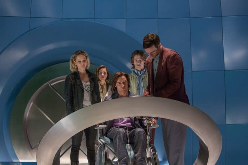 DF-05105 (from left) Jennifer Lawrence as Raven / Mystique, Rose Byrne as Moira MacTaggert, James McAvoy as Charles / Professor X, Lucas Till as Alex Summers / Havok and Nicholas Hoult as Hank McCoy / Beast, in X-MEN: APOCALYPSE.